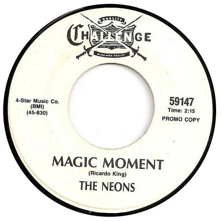 YVONNE CARROLL / THE NEONS - Magic Moment / Laugh Or Cry (SG,RE,Yellow Challenge )